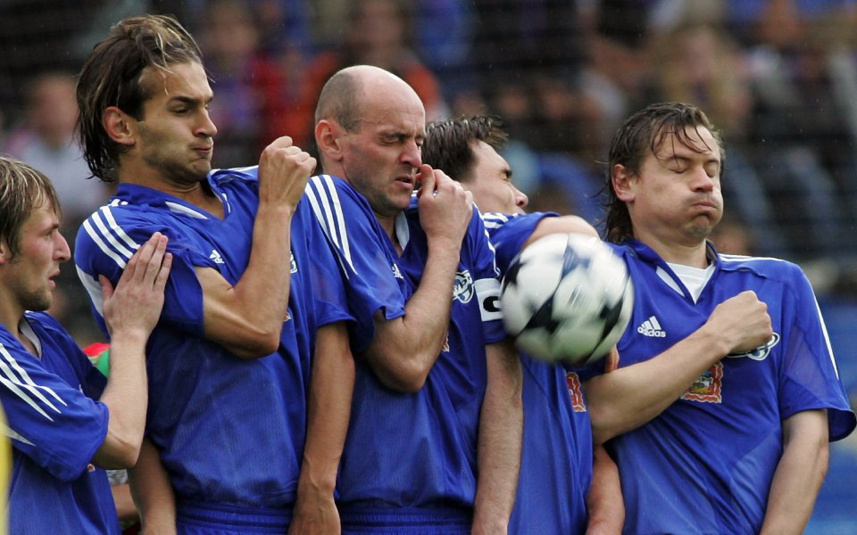 Бивш футболист на Юнайтед  фаворит за поста мениджър на Дери Сити