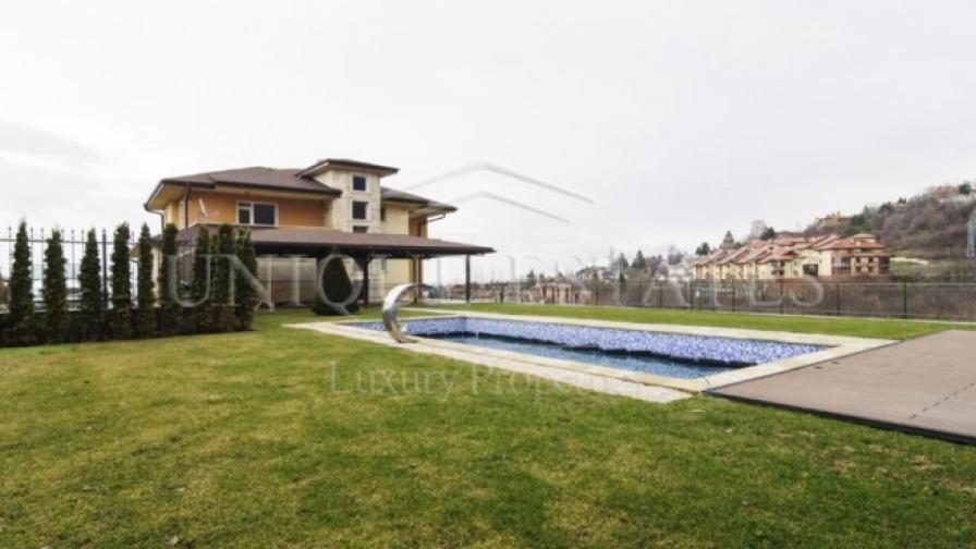 Един от имотите на Unique Estates