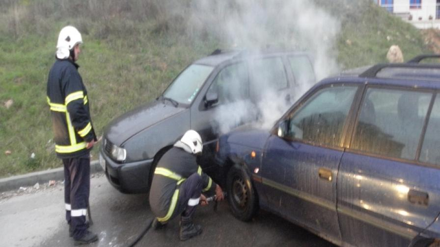 Лек автомобил се самозапали и блъсна друга кола