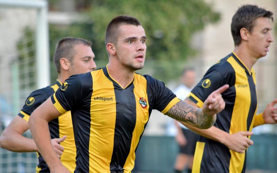 Стойчо Младенов взе български нападател