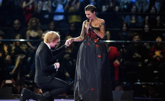 Ед Шийран и Руби Роуз на Европейските музикални награди (ЕМА) на MTV