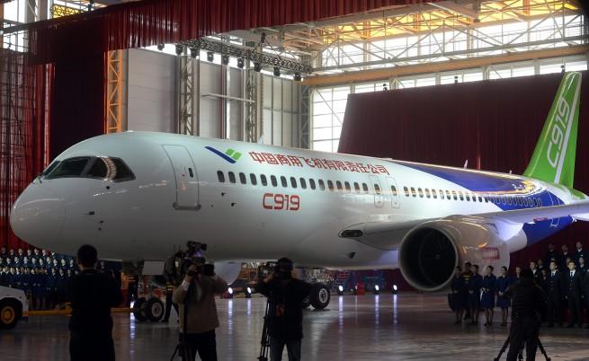 Първият китайски пътнически самолет беше представен в Шанхай