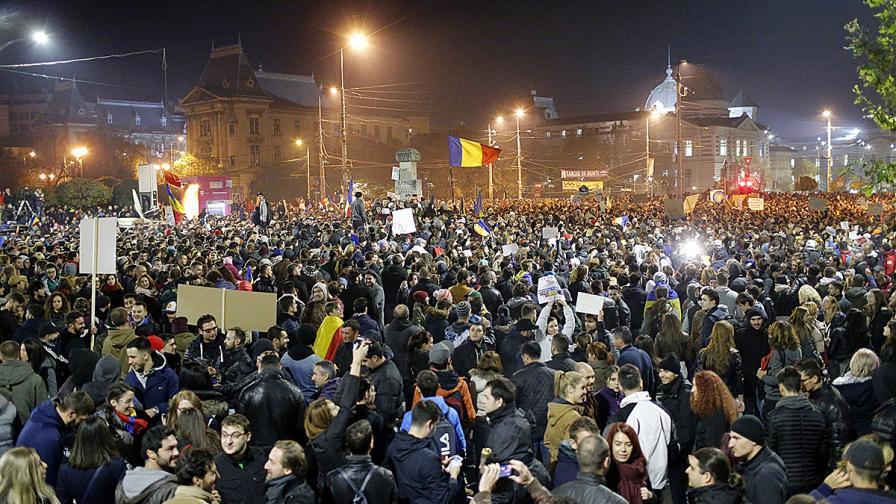 Румъния: 30 хил. на протест, въпреки оставката на Понта