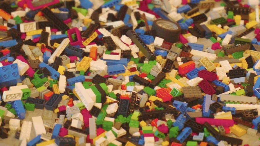 """""""Лего"""" създаде анти-лего чехли за родители"""
