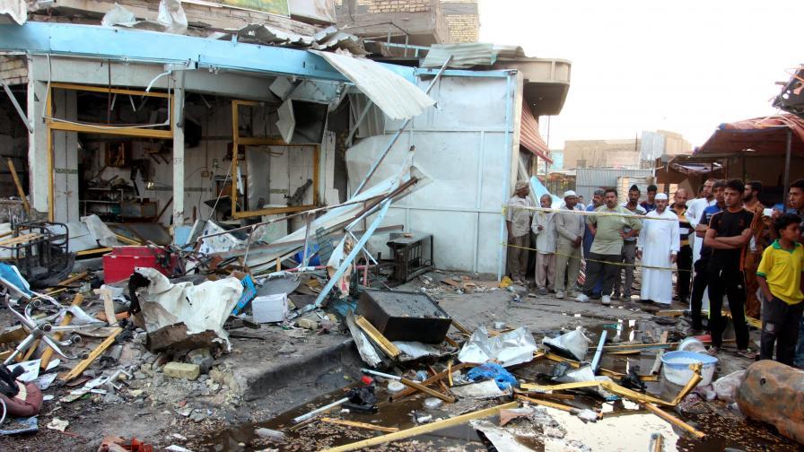 Двоен бомбен атентат в джамия в Ирак