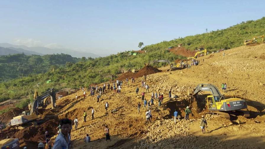 Близо 100 жертви при срутване на мина в Мианма