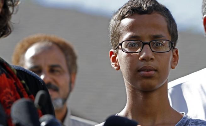 Искат $15 млн. обезщетения за мюсюлманчето с часовника