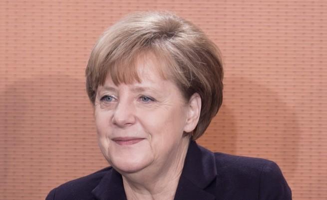 Отлагат новите правила за бежанците в Германия