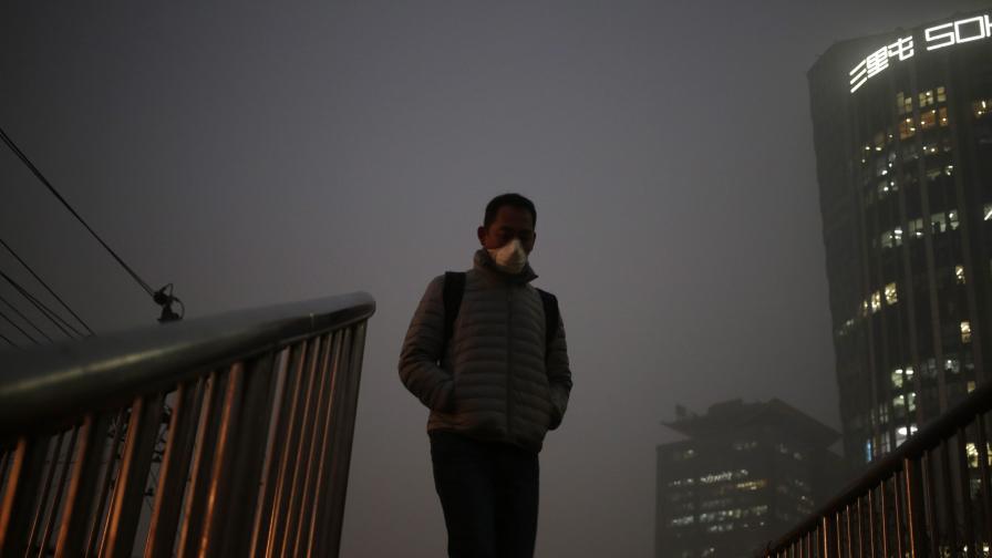 Гъст и опасен смог отново в Китай (снимки и видео)