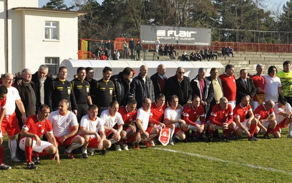 СНИМКИ: Димитър Пенев участва в благотворителен мач в Хасково