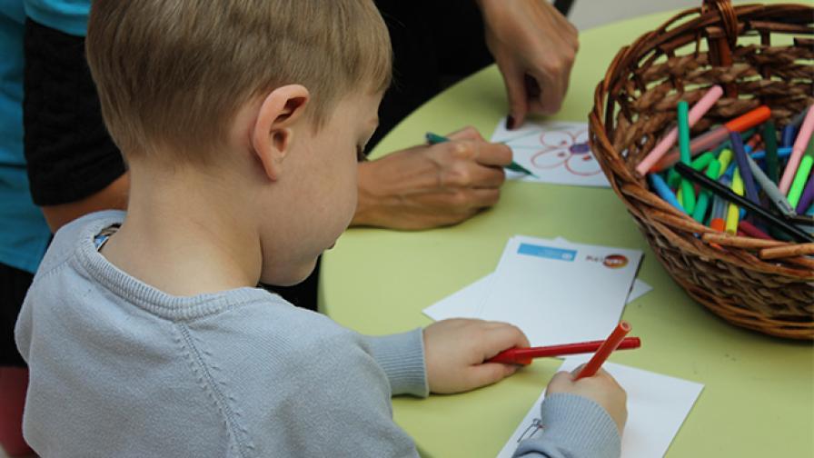 """""""Рисуваме за децата, които нямат парички и нямат дом"""""""