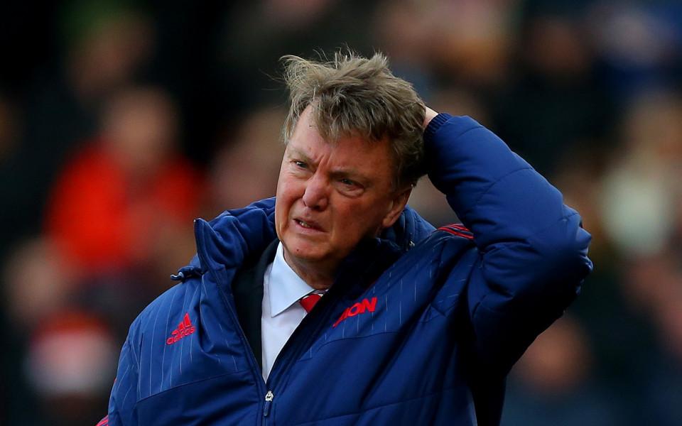 Пътник ли е Ван Гаал? Бордът на Юнайтед обмисля махането му