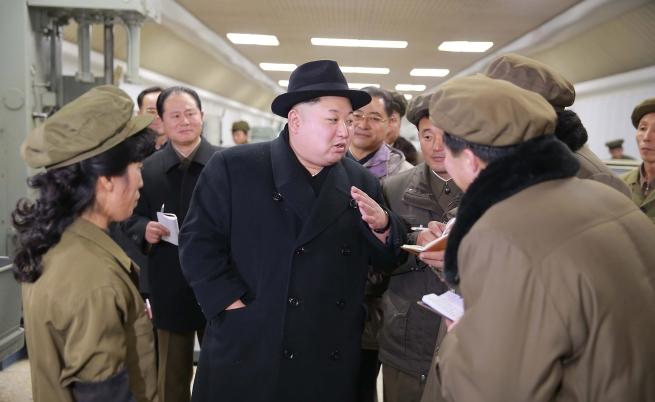 """Ким Чен-ун """"превъзпитал"""" дясната си ръка"""