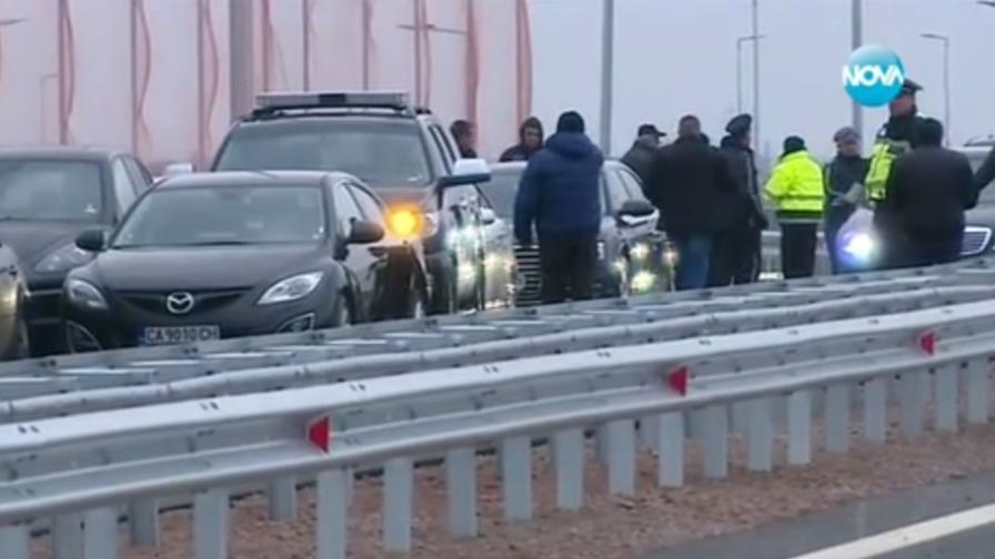 Сняг, заледявания и тежък трафик