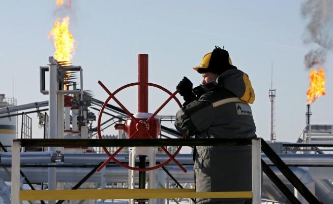 Русия печели глобалната петролна надпревара с рекорден добив