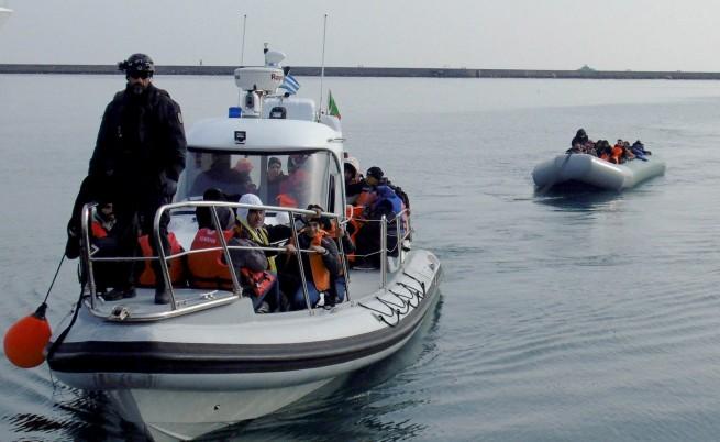 Девет тела на бежанци изхвърли морето на турския бряг