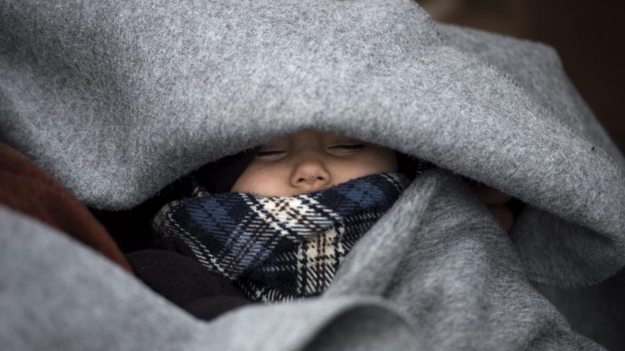 Турция продължава да пуска емигрантите към Европа