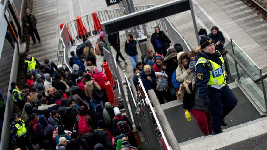 Швеция ще експулсира 80 хил. мигранти
