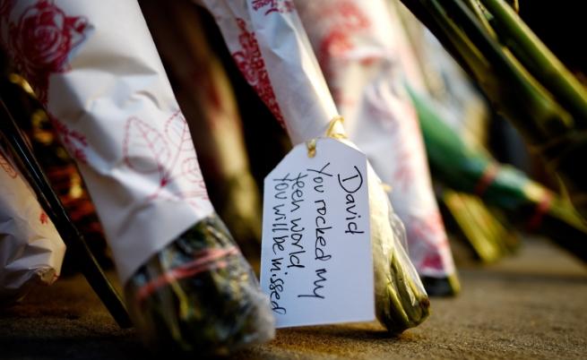 Хиляди скърбят за Дейвид Бауи