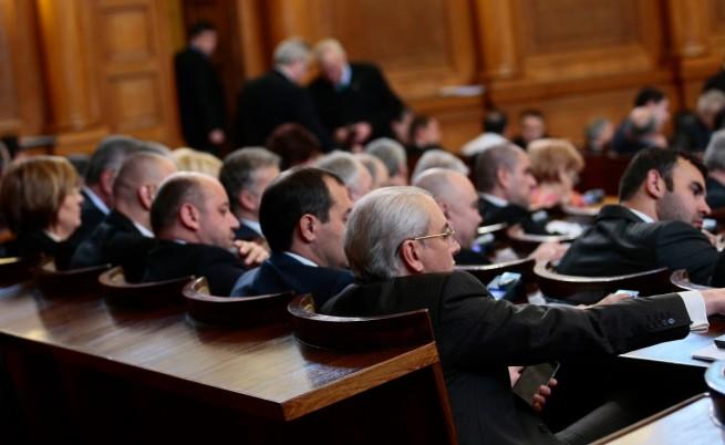 Лютви Местан и последователите му на новите си места в НС