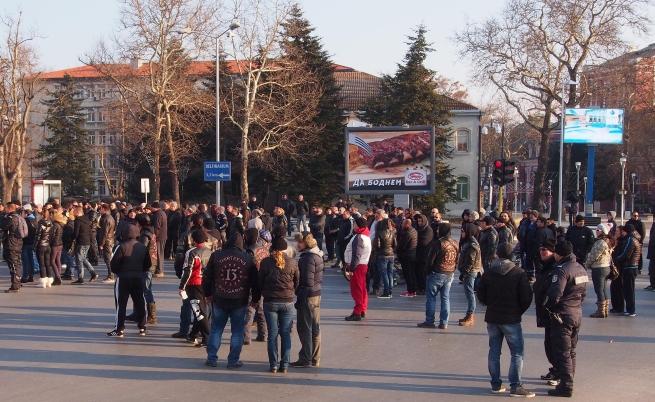 Мотористи блокираха Варна заради новата