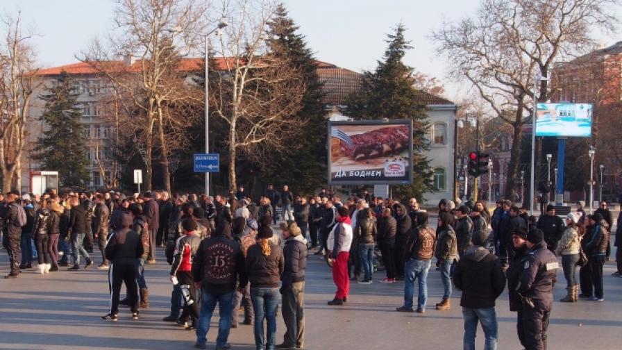 """Мотористи блокираха Варна заради новата """"Гражданска отговорност"""""""