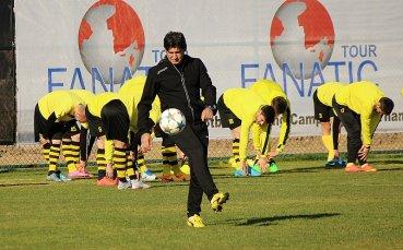 Българската треньорска колония в Казахстан може да се увеличи