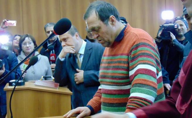 Съмнения за натиск от кмета, обвинен в изнасилване