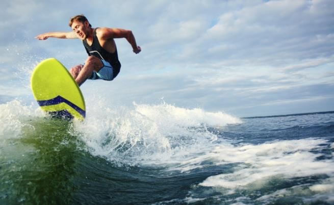 Австралиец се спусна по 13-метрова вълна