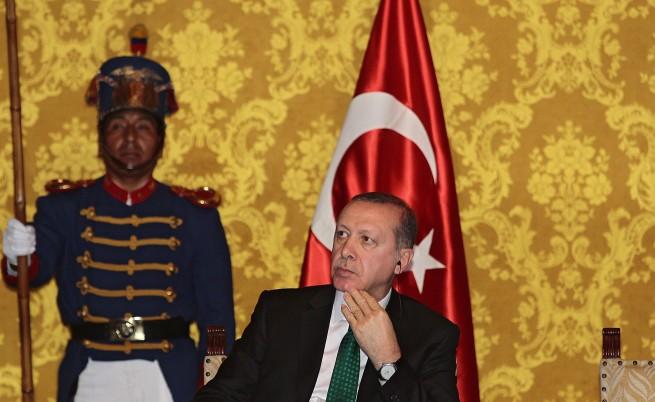 Ердоган: Можем да натоварим бежанците за България