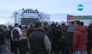 """Българи потрошиха гръцки трактори на """"Кулата"""""""