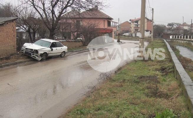 Пиян шофьор блъсна двама младежи на тротоар