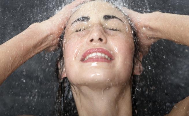 Измиването на лицето под душа може да е най-големият враг на кожата