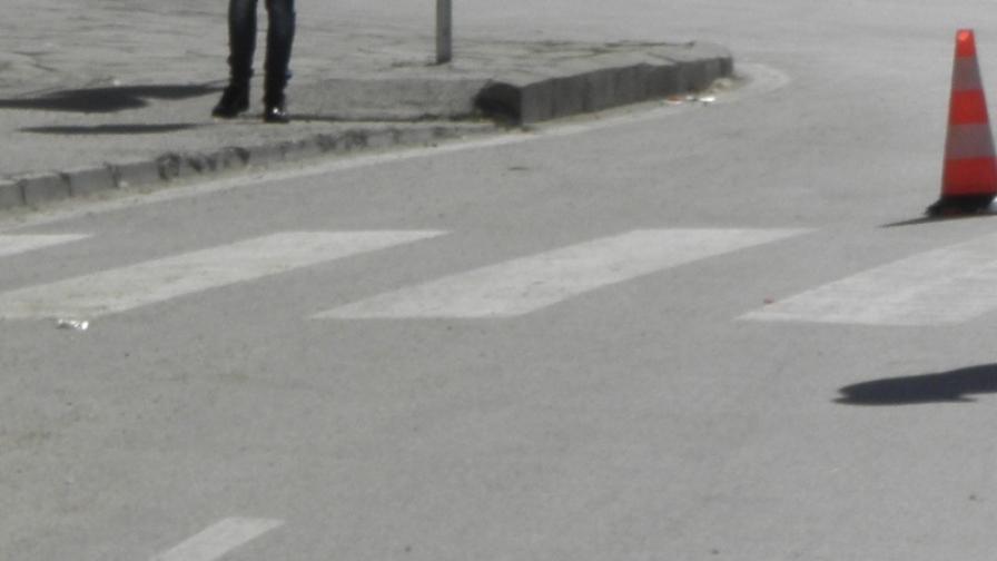 Хванаха шофьора, който блъсна две сестри на пешеходна пътека