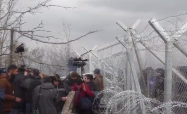 Македония и Франция изтласкват мигранти със сълзотворен газ