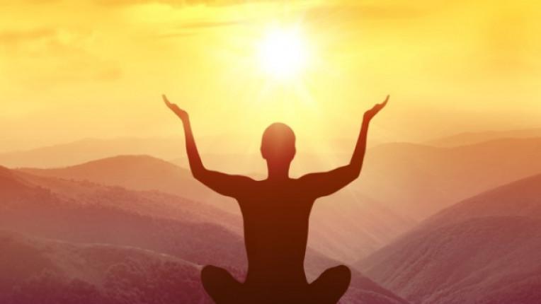 жена медитация спокойствие
