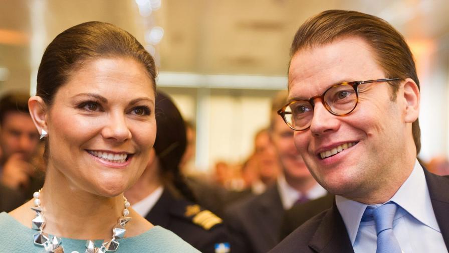 Швеция посрещна на бял свят принц Оскар