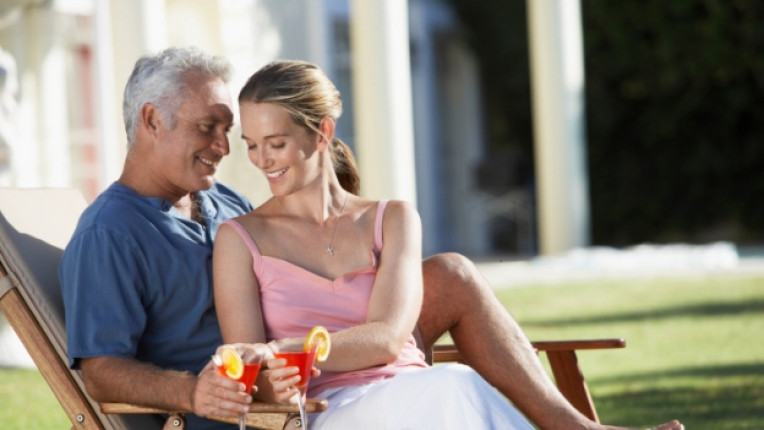 възрастен мъж млада дама жена