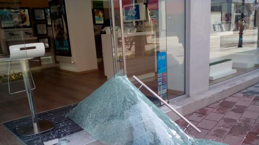 Крадци отмъкнаха каса с 9 хил. лв. от офис на мобилен оператор