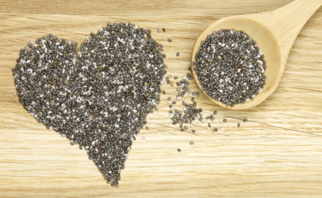 Семена от чиа. Енергия от 100 грама – 486 калории. Малки черни семена, които съдържат големи количества диетични фибри, протеини, омега-3 алфа-линоленова киселина, фенолна киселина и витамини. Коефициент на хранителна стойност – 85.