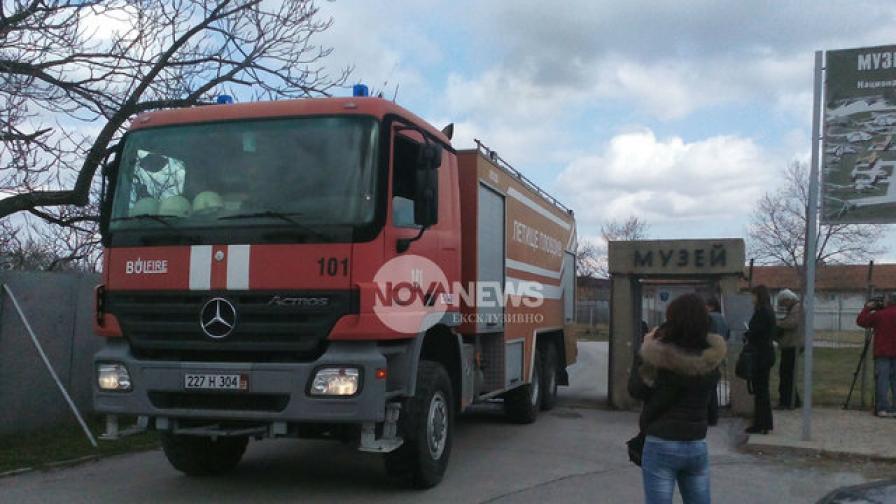 Музея на авиацията се запали, двама пострадаха