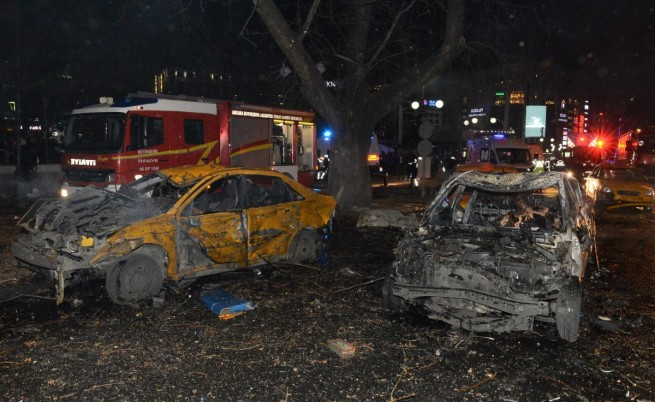 Кола-бомба уби 27 души в Анкара