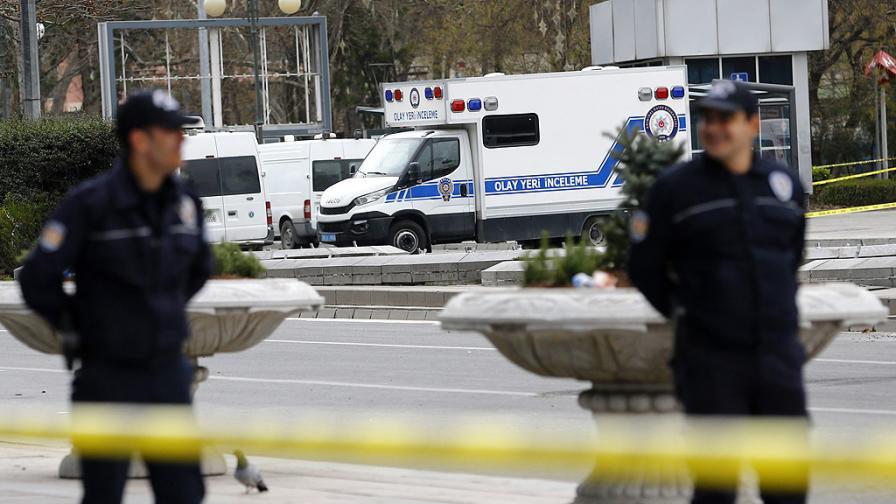 Кола бомба рани 9 души в турския град Тунджели