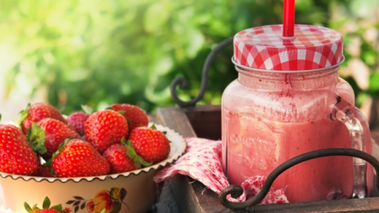 ягоди смути пролет