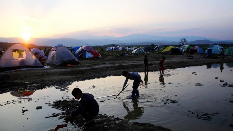 Смърт на бежанци в първия ден на сделката ЕС-Турция