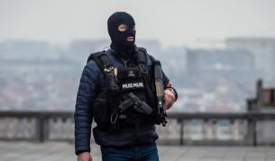 """Франция """"отглежда"""" поне 100 гнезда на терористи"""