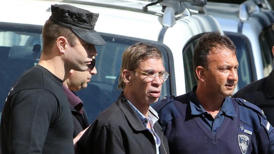 Похитителят на самолета мълчи пред разследващите