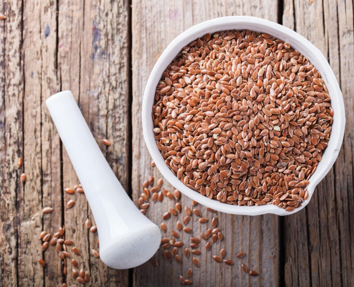 Ленено семе - включването му към закусата ви ще ви снабди с дотатъчно количество омега-3 мастни киселини. Лененото семе също е богато на фибри. Преди употреба, трябва да са смелени добре.