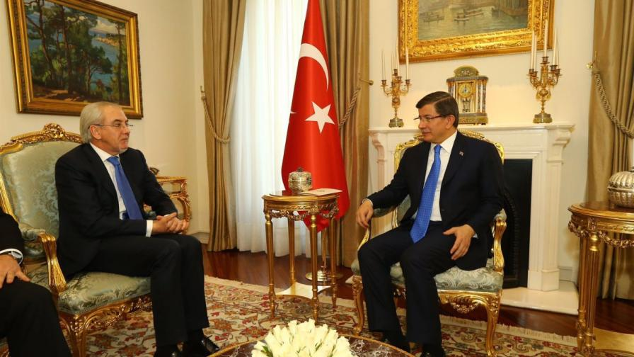 Лютви Местан на срещата с премиера на Турция Ахмет Давутоглу