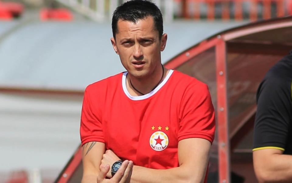 Янев носил фланелка с номер 8 в чест на Стоичков